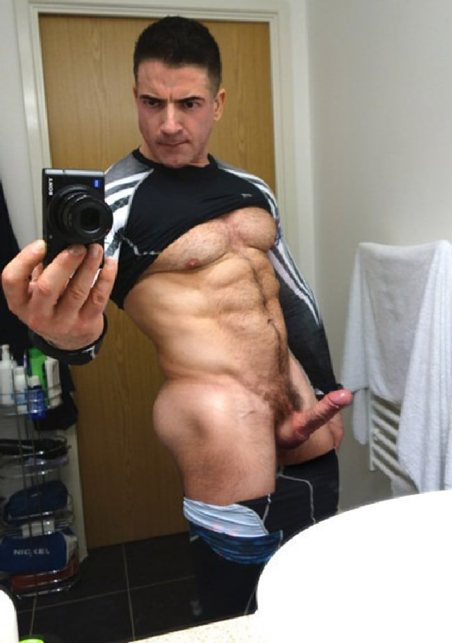 Hairy Muscle Man With Hard Cock - Gay Cam Men